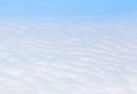 Ciel bleu Cloudscape et nuage blanc. Journée ensoleillée Banque d'images - 61394204