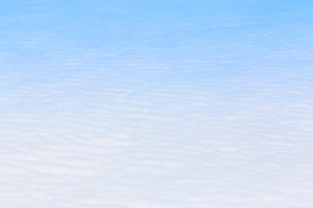 Ciel bleu Cloudscape et nuage blanc. Journée ensoleillée Banque d'images - 61393672