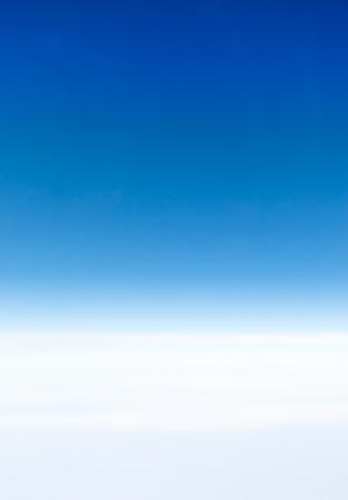 Ciel bleu Cloudscape et nuage blanc. Journée ensoleillée Banque d'images - 61393674