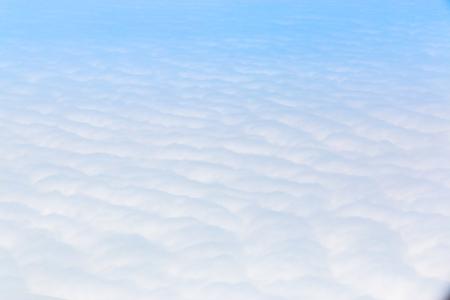 Ciel bleu Cloudscape et nuage blanc. Journée ensoleillée Banque d'images - 61393693