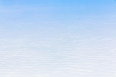 Ciel bleu Cloudscape et nuage blanc. Journée ensoleillée Banque d'images - 61393696