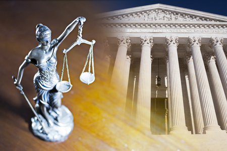 Lady Justice and Supreme Court of U.S. Standard-Bild