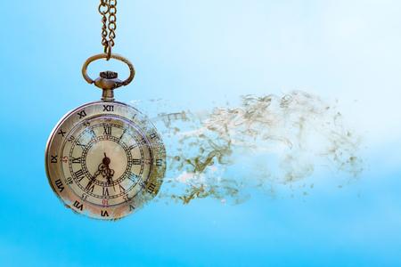 時間は過ぎ去る青空