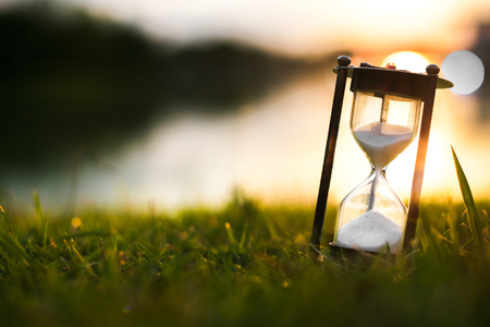 새벽 시간의 모래 시계 스톡 콘텐츠