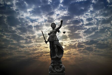 Justilia, Lady Justice or Themis against sunlight Banque d'images - 132827799