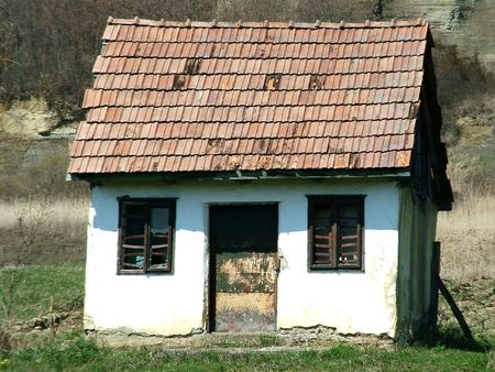 hovel: Simple, old house