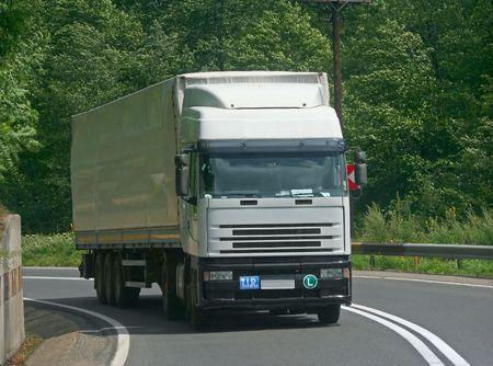Camion sur la route