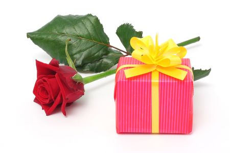 Red rose and a pink gift box Stock Photo - 733449