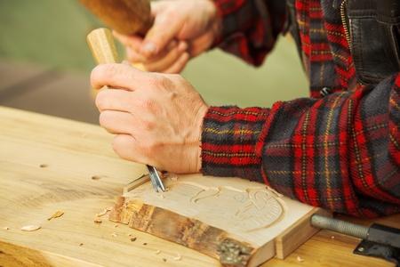 engraver: Arte popolare: legno intagliati a mano