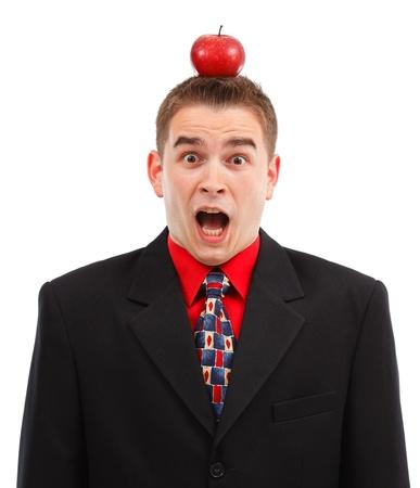 target business: Hombre de negocios muy asustado, siendo el destino con manzana roja en la cabeza Foto de archivo