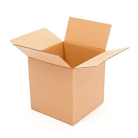 carton: Leeg, open kartonnen doos geïsoleerd op wit Stockfoto