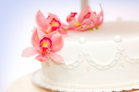 Closeup view of live flower decoration on wedding cake Stock Photo - 16059564