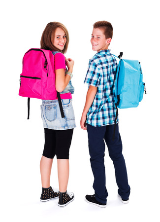 Kinderen met rugzak op terug te kijken en glimlachen gelukkig Stockfoto