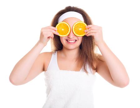 primp: Ragazza dell'adolescente con le fette arancioni sopra gli occhi