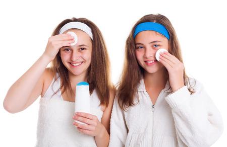 primp: Adolescente ragazze pulizia loro viso con lozione tonica