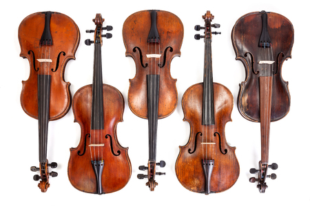 Lots of old, handmade violins on white background Banque d'images