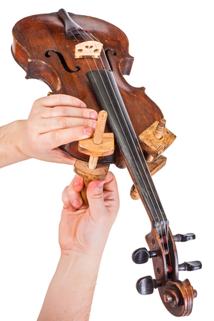 Using the wooden clamps on violin body Banque d'images