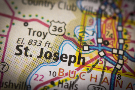 Closeup of St. Joseph, Missouri on a road map of the United States. Фото со стока