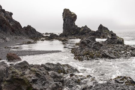 Rock formations on the beach at Djúpalónssandur, Iceland. Banco de Imagens