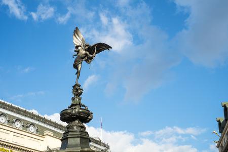 eros: LONDON, UK - 14 marzo: la statua di Alfred Gilbert di Eros a Piccadilly Circus. 1 Marzo 2014 a Londra.