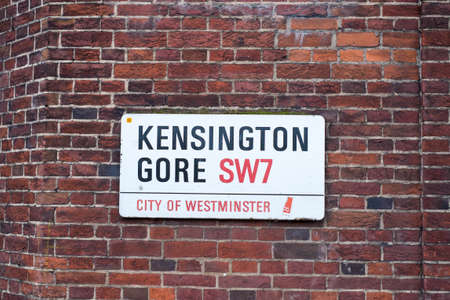 sangre derramada: Muestra de camino por Kensington Gore, en Londres, Reino Unido