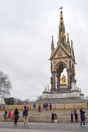 kensington: LONDON, UK - DECEMBER 17: Tourists taking pictures in front of the Albert Memorial in Kensington Gardens. December 17, 2014 in London.