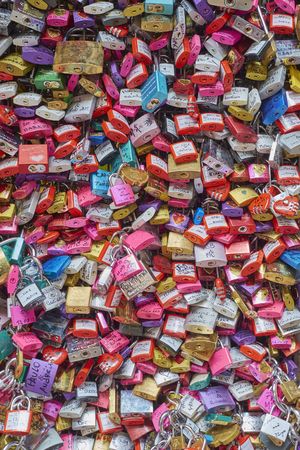 juliets: VERONA, ITALY - JULY 13: Cropped shot of gate filled with colourful padlocks in Juliets House. July 13, 2015 in Verona.