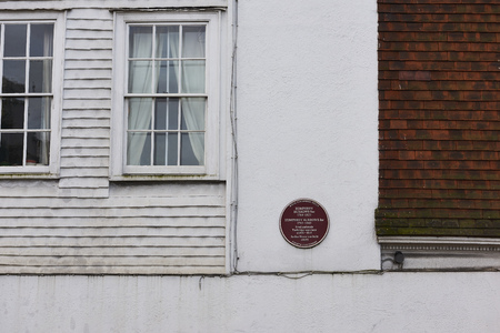 ware house: TUNBRIDGE WELLS, UK - JANUARY 26: Plaque outside house where Humphrey Borrows Snr and, later, Humphrey Borrows Jnr lived and manufactured Tunbridge ware. January 26, 2016 in Tunbridge Wells. Editorial