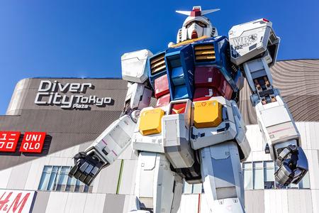 Gundam statue at odaiba diver city tokyo