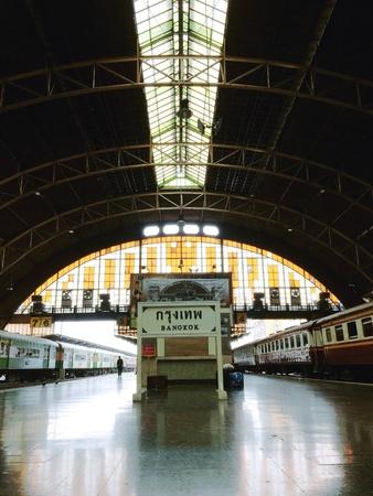 estacion de tren: Estaci�n Hualumpong, Bangkok, Tailandia Foto de archivo