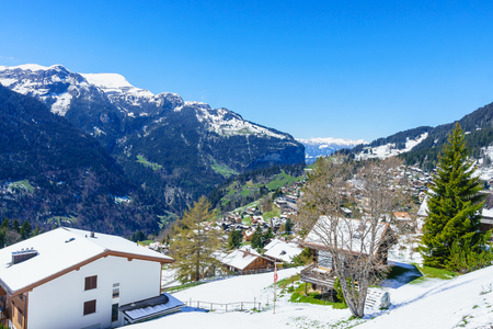 Jungfraujoch, Zwitserland - 29 april 2017: Beroemde dorp Wengen in de Alpen van Zwitserland Alpen - Het startpunt voor treinreizen in het Jungfrau-gebied, Zwitserland. Redactioneel