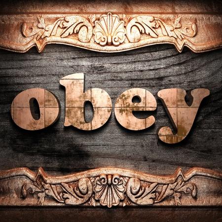 obedecer: Palabra de oro sobre madera