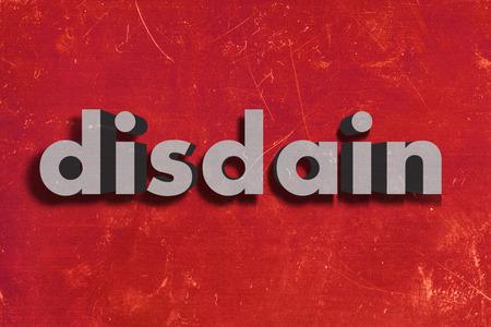 disdain: palabra gris en la pared roja