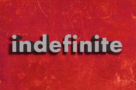 onbepaalde: grijze woord op rode muur