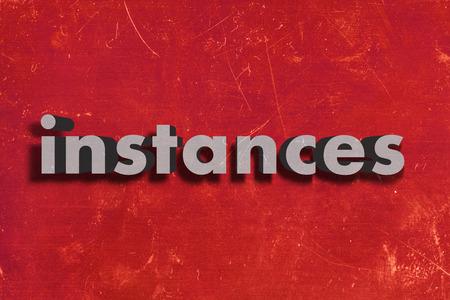 instances: grigio parola su muro rosso