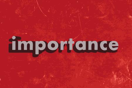 중요: 빨간색 콘크리트 벽에 중요 단어 일러스트