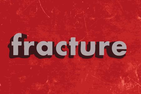 fractura: palabra fractura en la pared roja de hormig�n