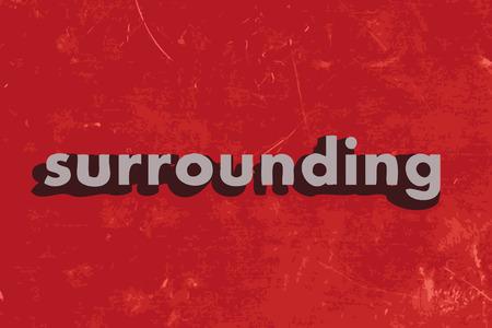 circundante: palavra vector envolvente no muro de cimento vermelho