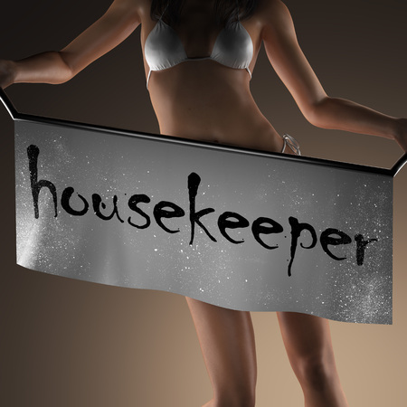 housekeeper: palabra ama de llaves en banner y mujer bikiny