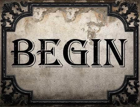 empezar: comenzar� palabra en la pared concrette Foto de archivo