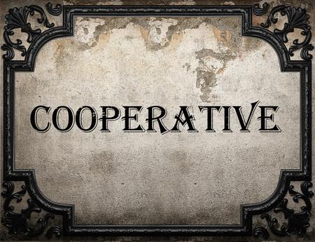 cooperativismo: palabra de cooperación en la pared concrette