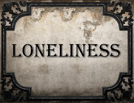 soledad: palabra soledad en la pared concrette Foto de archivo