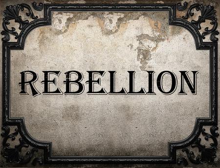 rebeldia: palabra rebelión en la pared concrette