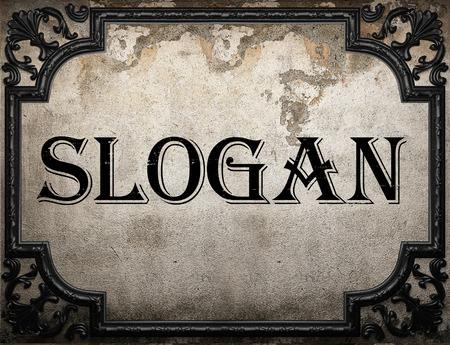 slogan: palabra lema en la pared concrette Foto de archivo