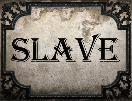 esclavo: palabra esclavo en la pared concrette Foto de archivo