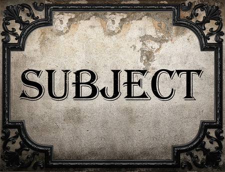 soumis: objet mot sur le mur en b�ton