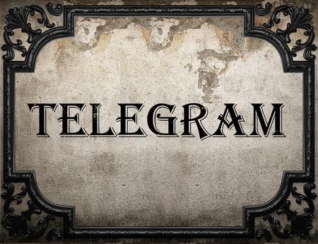 telegrama: palabra telegrama el muro de hormig�n Foto de archivo