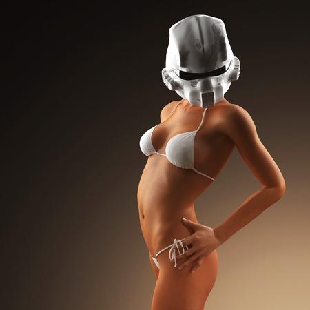 salud sexual: Hermosa mujer joven con el casco futurista y un bikini