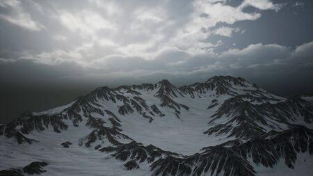 pics et nuages de haute altitude dans les montagnes des Dolomites en Italie. Banque d'images