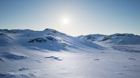 Paisaje aéreo de montañas nevadas y costas heladas en la Antártida